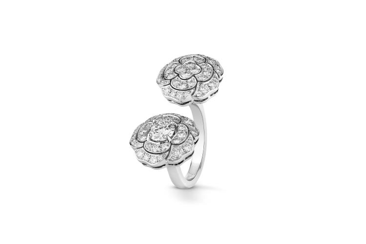 Кольцо Bouton de Camelia, Chanel Fine Jewellery, 3 335 900 руб. (Chanel)