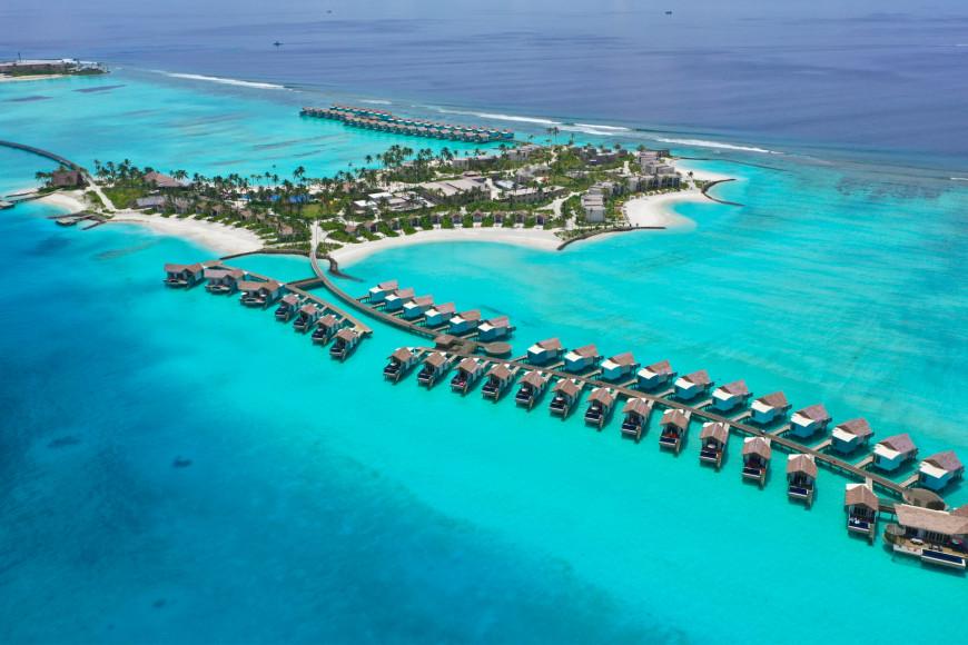 Территория Crossroads, включающая отели Hard Rock Hotel Maldives и SAii Lagoon Hotel Maldives, а также марину, в которой расположены рестораны, магазины и пристань для яхт