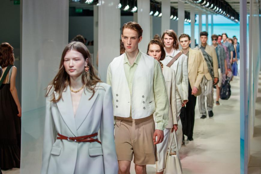 Модели в конце показа TSUM Fashion show, лето 2021