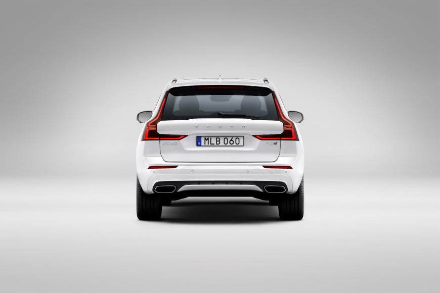 Кроссовер XC60 Recharge T8 R-Design in Crystal White, Volvo