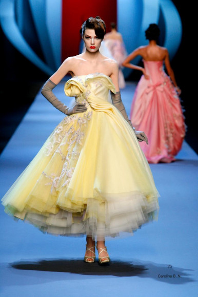 Платье авторства Джона Гальяно дляChristian Dior.Весна/Лето 2011, Париж