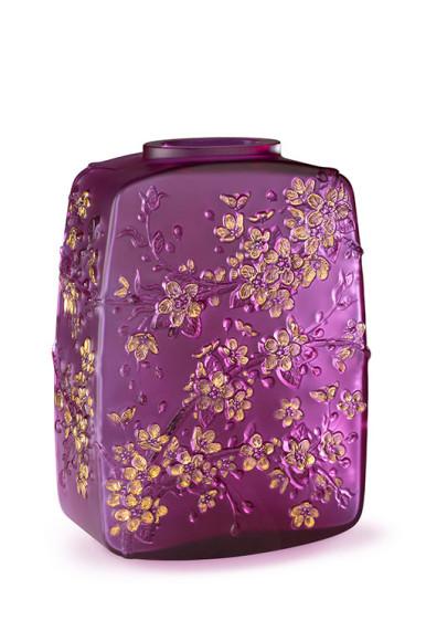 Ваза «Цветы вишни», хрусталь цвета фуксии, позолота, 88 экземпляров, 1990 000 руб., Lalique