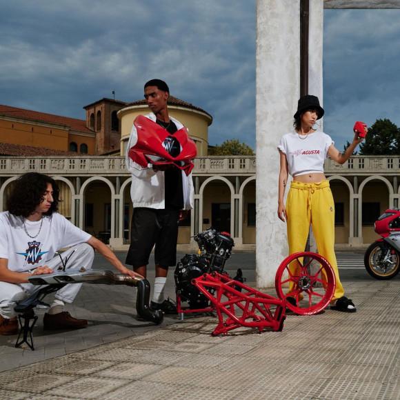 Коллекция уличной одежды MV Agusta