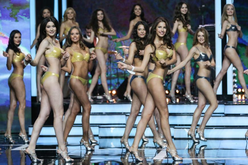 Впервые конкурс «Мисс Россия» был проведен в 1927 году в Париже. Участниц выбирали только из числа русских эмигранток. Конкурс перестал проводиться после начала Второй мировой войны. На фото: участницы конкурса «Мисс Россия-2016»