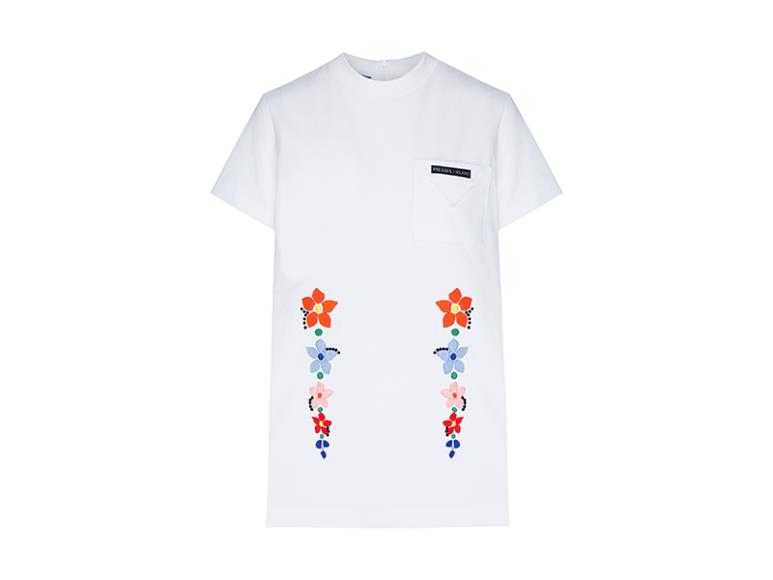 Женская футболка Prada, 68 000 руб. (Aizel)