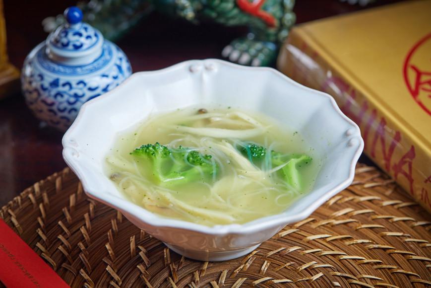 Овощной суп со стеклянной лапшой
