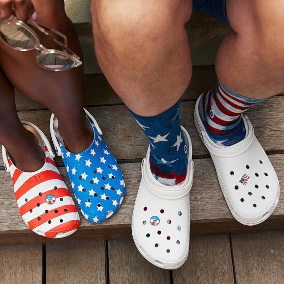 Кроксы с элементами американского флага
