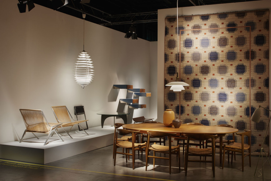 Скандинавский дизайн— стенд галереи Dansk Møbelkunst Gallery на ярмарке Design Miami /Basel