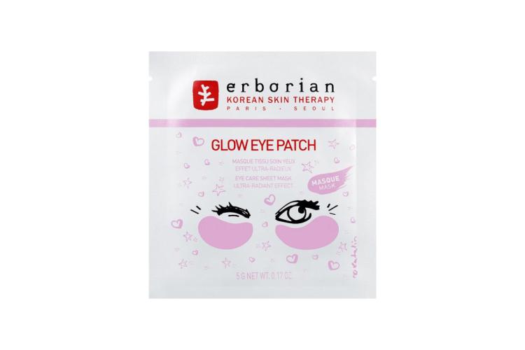 Тканевые патчи для области вокруг глаз Glow, Erborian на основе экстракта лакрицы увлажняют кожу, делают ее сияющей и гладкой. В состав также вошли перламутровые частицы для создания ультрасияющего ровного финиша
