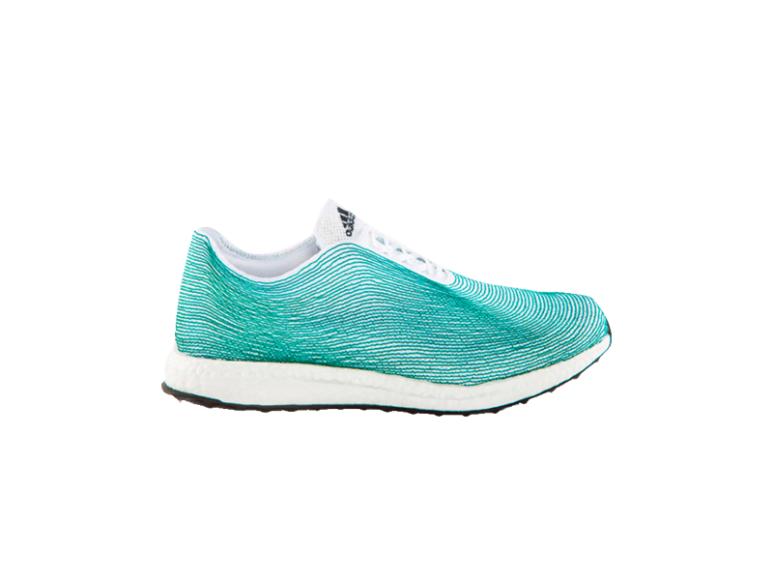 Кроссовки adidas из океанического мусора, 8999 руб. (магазины adidas)