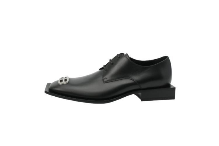 Ботинки Balenciaga, 76 950 руб. (ЦУМ)