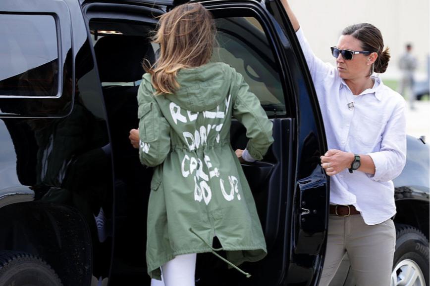 В куртке с надписью«I really don't care, do u?», 2018 год