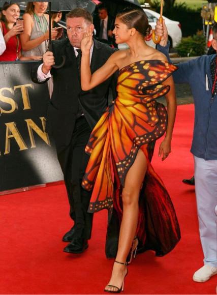 В платье Moschino на премьере фильма «Величайший шоумен», 2017