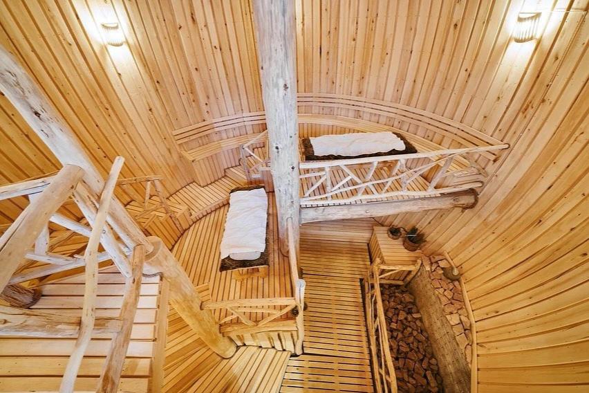 Двухэтажная парная в «Бочке», банный комплекс «Бор812»
