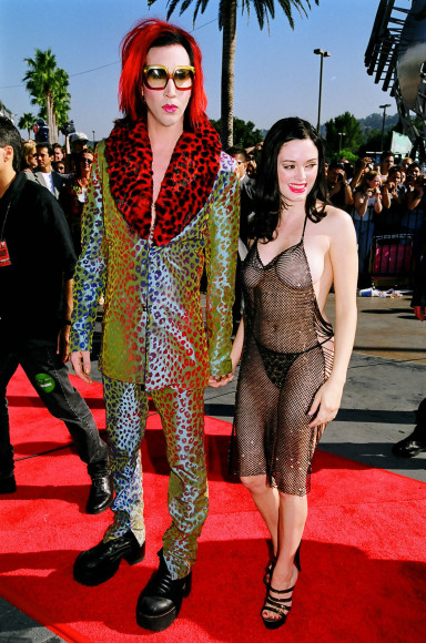 Спустя 10 лет актриса Роуз МакГоун, на тот момент встречавшаяся с Мэрилином Мэнсоном, прибыла на церемонию вручения наград MTV Video Music Awards в платье, собранном из бусин. Единственным непрозрачным предметом туалета были крошечные трусы-бикини.