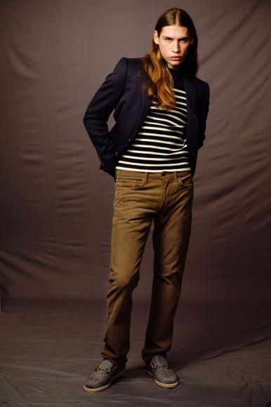 Пиджак Celine, 142500 руб.; пуловер Celine, 53950 руб.; джинсы Tom Ford, 55400 руб.; лоферы Gucci, 48900 руб.