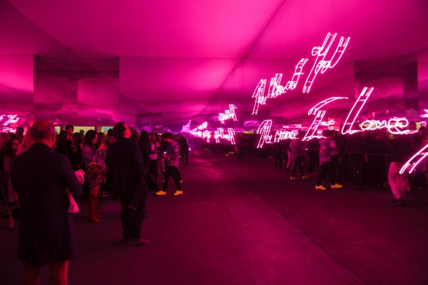 Неоновая инсталляция Трейси Эмин в разделе Unlimited