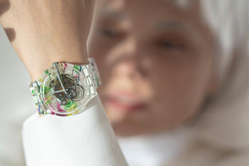 Часы Swatch с паттерномЕлены Шейдлиной