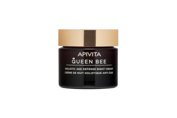 Комплексный антивозрастной ночной крем Queen Bee, Apivita борется с признаками старения, потерей эластичности, неровным тоном кожи, тусклостью и сухостью, одновременно обеспечивая подтягивающий эффект. Формула содержит фирменные ингредиенты: маточное молочко, инкапсулированноев липосомы, и настой дикой розы