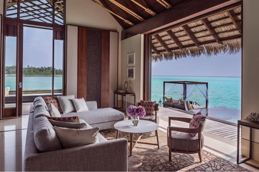 Спальня на вилле на воде Grand Villa на курорте One&Only Reethi Rah (Мальдивы)