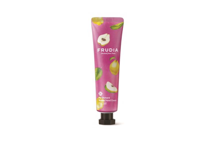 Крем Frudia предназначен для очень сухой кожи рук. В составе фруктовые экстракты и мед для увлажнения, масло ши для питания, масла виноградных косточек, манго, граната, грейпфрута и томата, которые делают кожу гладкой и мягкой, а также центелла азиатская, витамин Е, пантенол и аденизол— они восстанавливают поврежденную кожу, успокаивают и защищают ее