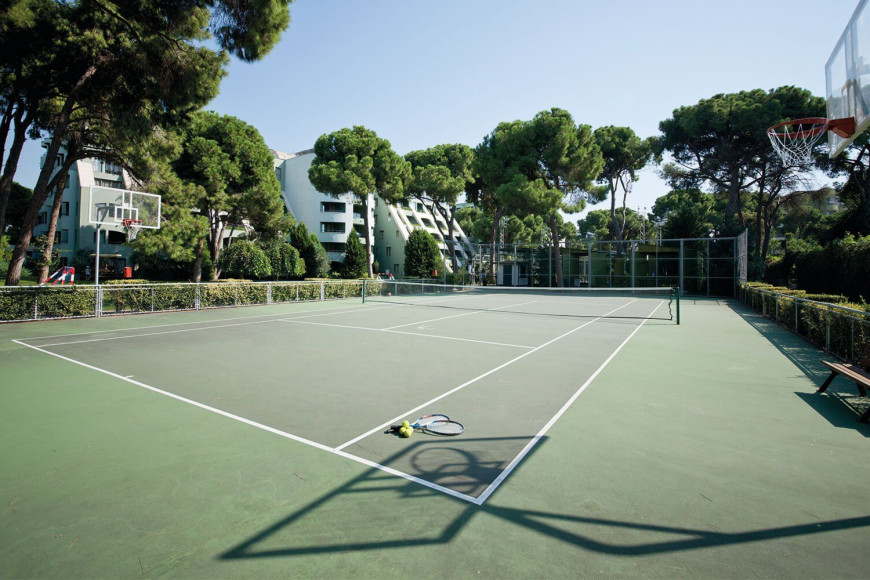 Теннисный корт в отеле Limak Atlantis Deluxe Hotel & Resort (Limak Atlantis)