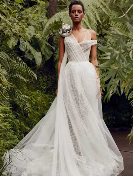 Платье Vera Wang, 547 000 руб. (Wedding by Mercury)