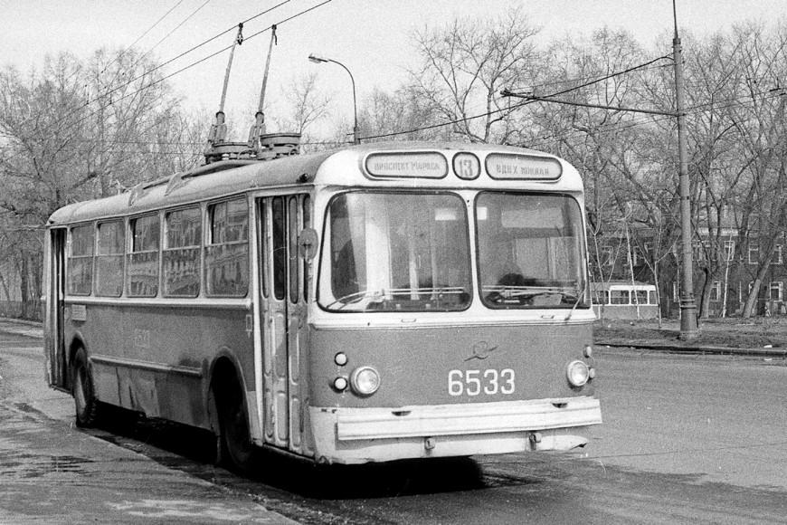 Троллейбус ЗИУ-5Д на улице СоветскойАрмии, 1987