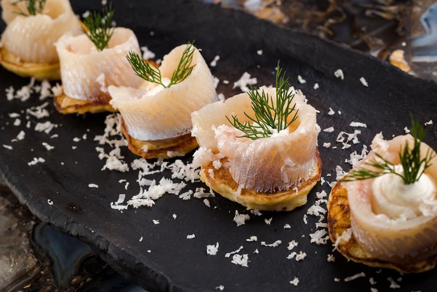 Маринованная корюшка с картофельными блинчиками
