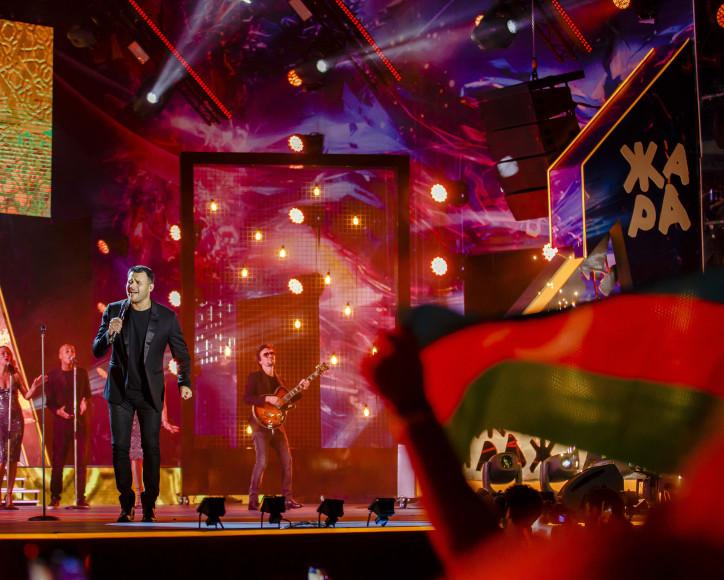 Выступление Emin на фестивале «Жара»— 2019
