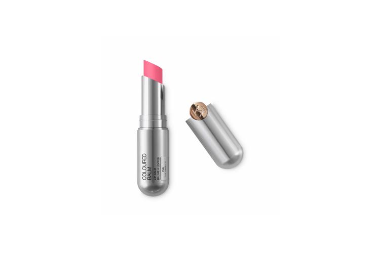 Увлажняющий бальзам Ray of Sparkling Lip Balm, оттенок 02 Vanilla, Kiko Milano придает губам легкий оттенок и блеск. В составе— витамины A, E и C и маслокарите для смягчения губ, а также микропигменты