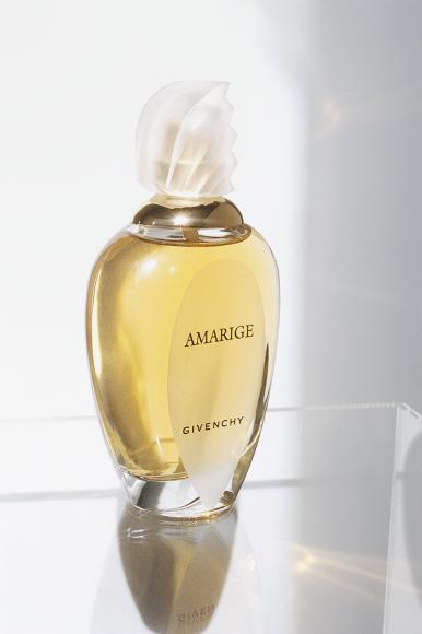 Amarige  Вдохновением для выпущенного в 1991 году парфюма стала легендарная модель Беттина Грациани: аромат с нотами мимозы и флердоранжа стал таким же ярким и солнечным, как ее улыбка, а флакон своими очертаниями напомнил знаменитую блузку, которую сшил для нее тогда еще молодой кутюрье.