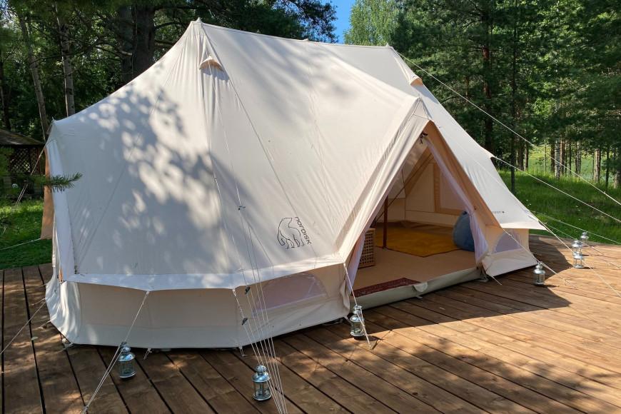 Палатка для глэмпинга в теплое время года