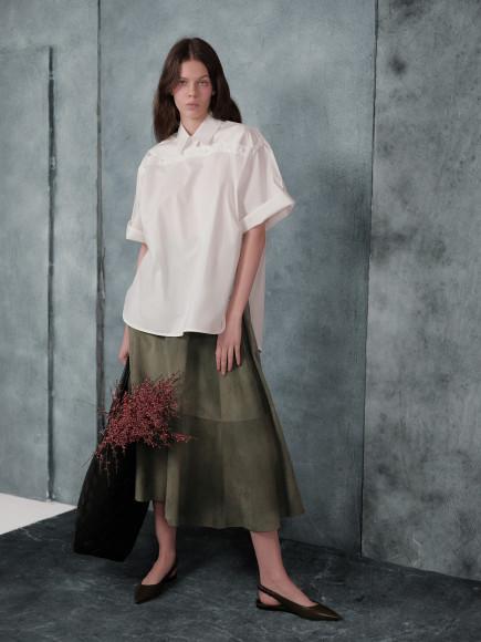Блуза, юбка из замши, балетки, сумка— все Bottega Veneta