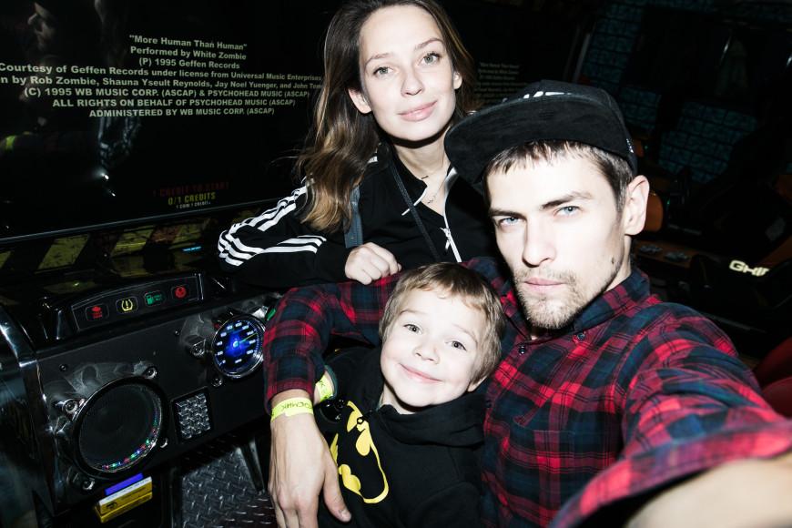 Николай Зверков и Елена Сарапульцева с сыном Колей