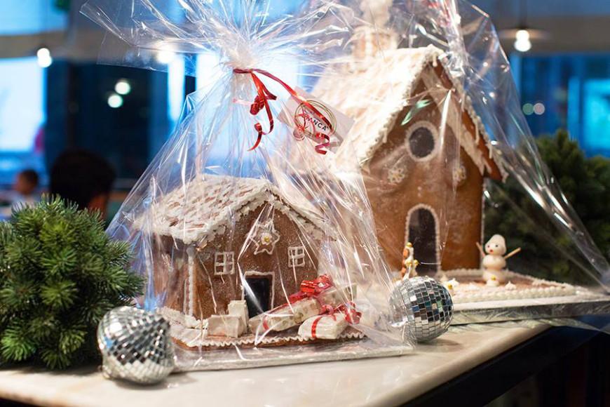 Пряничный домик, Osteria Bianca. Стоимость: 2600 руб. за маленький, 3500 руб. за большой; время изготовления: 2-3 дня
