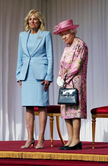Джилл Байден в костюме Adam Lippes и лодочках Valentino перед чаепитием с королевой Елизаветой II, 13 июня