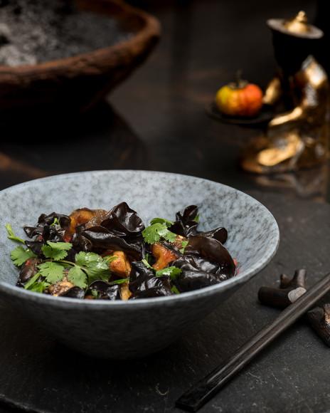 Салат с баклажанами и черными древесными грибами