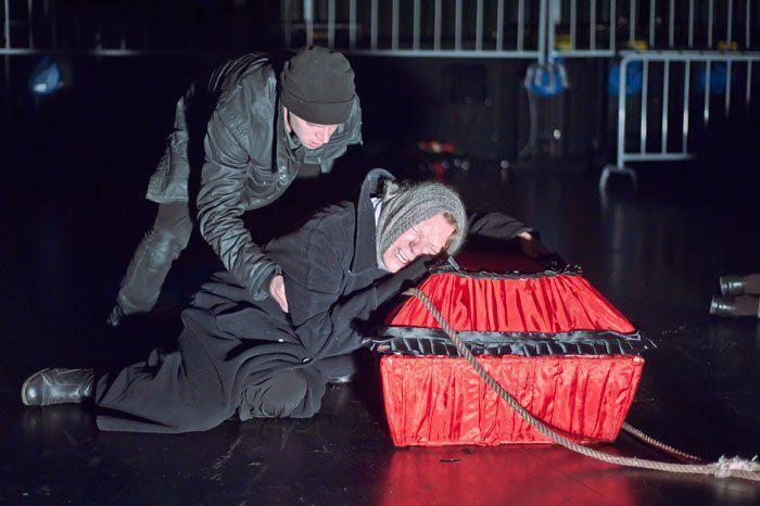 Сцена из спектакля «Отморозки»