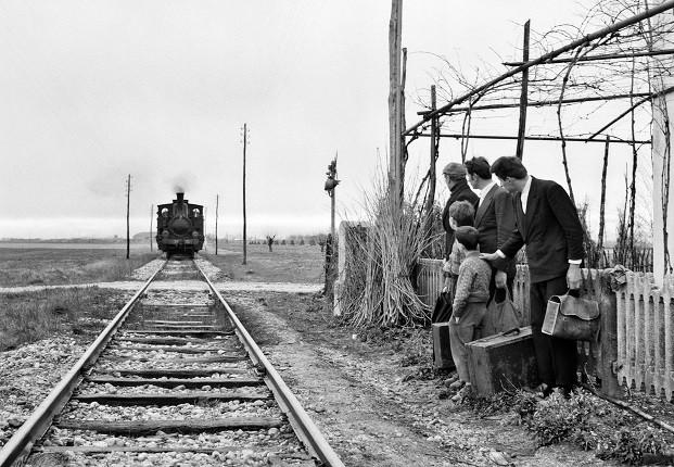 Элио Чиол. Фотография со съемок фильма «Последние». Отъезд эмигрантов на рудники в Бельгии.Фриули, 1962