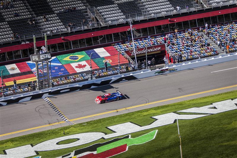 Болид Chip Ganassi Racing #02 Rlley DP на финише