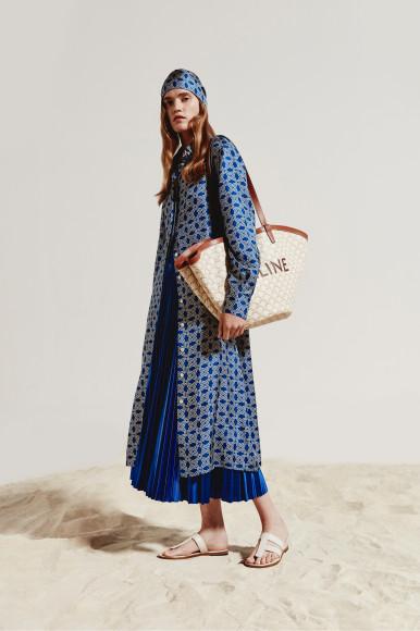 Платье Kiton, юбка Balenciaga, сумка Celine, шлепанцы Tom Ford