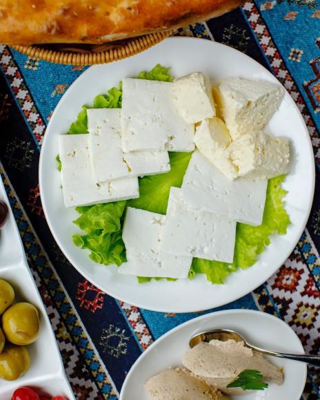 Ассорти местных сыров