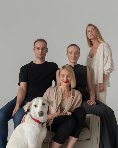Дизайнеры-резиденты концепт-стора «Двенадцать» и собака Миша