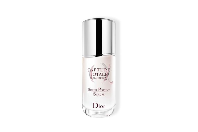 Омолаживающая сыворотка для лица C.E.L.L. Energy Super Potent Serum,Capture Totale, Dior включает в себя запатентованную биоклеточную технологию на основе лонгозы, пиона, белой лилии и жасмина, которая способствует пополнению запаса энергии в материнских клетках