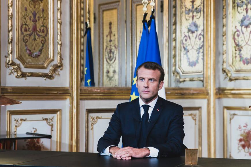 Эмманюэль Макрон выступает по телевидению с речьюв честь Жака Ширака,2019