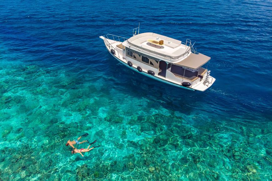 Снорклингна домашнем рифе и на атолле Лавияни