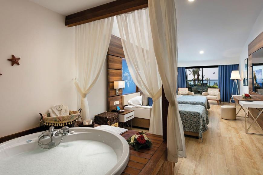 Гранд Джакузи съютв отеле Limak Atlantis Deluxe Hotel & Resort (Limak Atlantis)