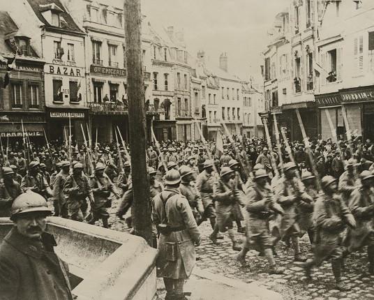 Неизвестный автор. «Победный марш французских войск через Нуайон», 1915-1918