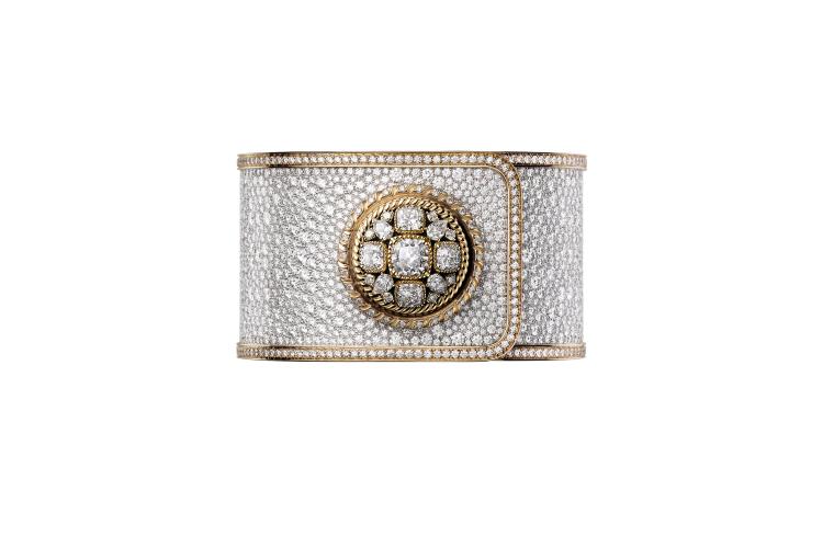 Часы Chanel Mademoiselle Privé Bouton, цена по запросу (Chanel)